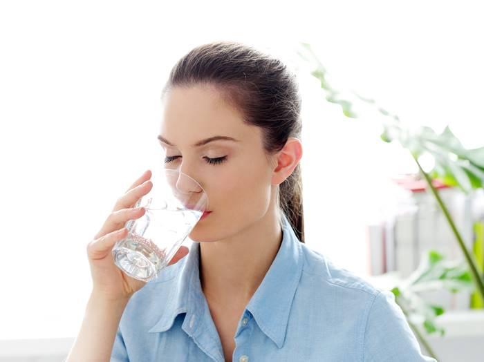 tips-cegah-batu-ginjal-dengan-banyak-minum-air