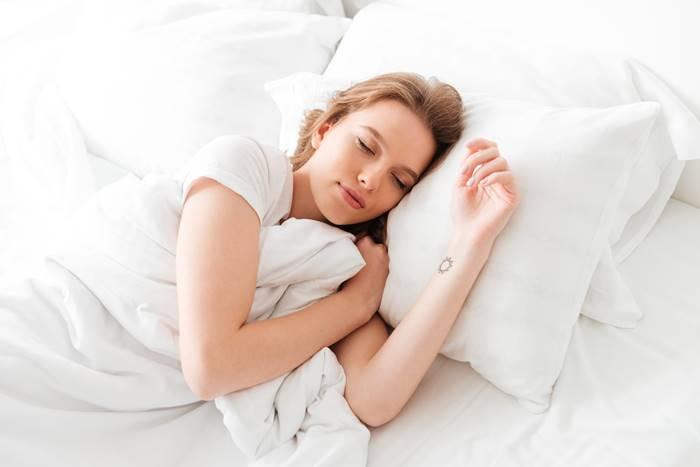 cukup-tidur-untuk-detoksifikasi-tubuh-secara-alami